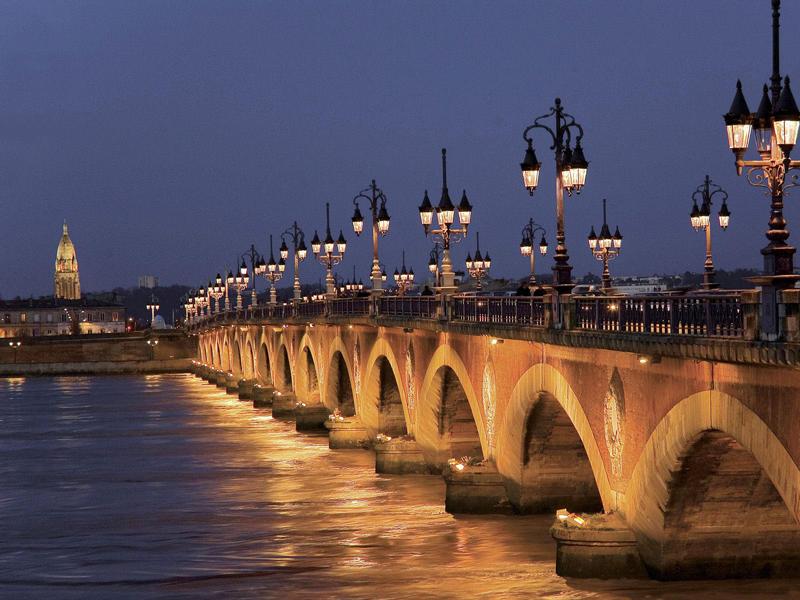 Pont de Pierre Bordeaux VTC